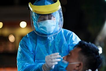 6.555 ca mắc Covid-19 trong ngày 28/7, TP HCM có 4.449 người nhiễm