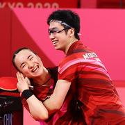 Nhân viên giành huy chương Olympic, cổ phiếu công ty Nhật Bản 'được nhờ'