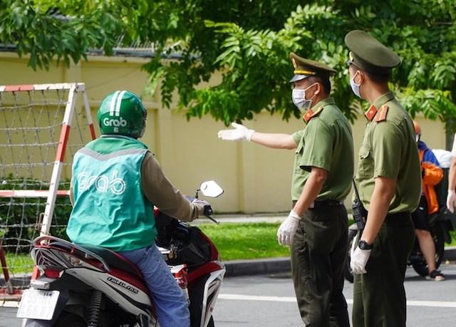 TPHCM tăng cường các biện pháp giám sát đảm bảo người dân ra đường khi thực sự cần thiết.