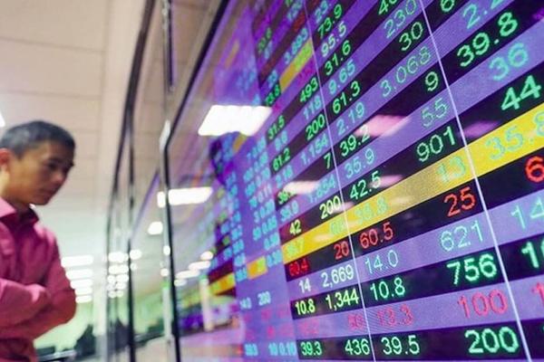 VN-Index giằng co, thanh khoản giảm mạnh