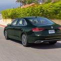 """<p class=""""Normal""""> <strong>Volkswagen Passat</strong></p> <p class=""""Normal""""> Volkswagen đã đưa Passat đến Mỹ vào năm 2011 với hy vọng sẽ thu hút được doanh số từ Honda Accord và Hyundai Sonata, vốn đã bán được gần 480.000 chiếc mỗi năm. Tuy nhiên Passat không đã không đạt được như kỳ vọng, năm 2012 là năm mẫu xe này bán chạy nhất với 117.023 chiếc. Đó là số lượng Accord đã được bán ra chỉ trong sáu tháng đầu năm nay.</p>"""