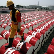 Tồn kho tại Mỹ giảm, giá dầu hướng lên 75 USD/thùng