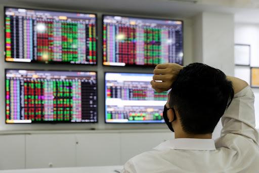 Sắc xanh bao trùm thị trường chứng khoán, VN-Index tăng gần 17 điểm