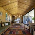 <p> Nhà gồm 2 phòng ngủ, phòng khách, khu bếp, đáp ứng nhu cầu cơ bản cho một gia đình hoặc một nhóm gồm 4-5 người.</p>