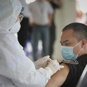 Bộ Công Thương đề nghị ưu tiên tiêm vaccine cho lao động trong ngành vận tải và logistics