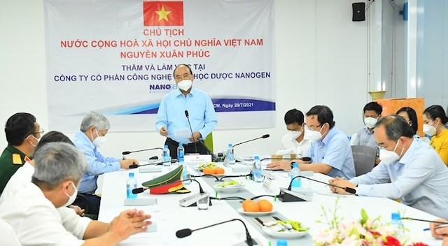 Chủ tịch nước Nguyễn Xuân Phúc làm việc tại Công ty Cổ phần Công nghệ sinh học được Nanogen.