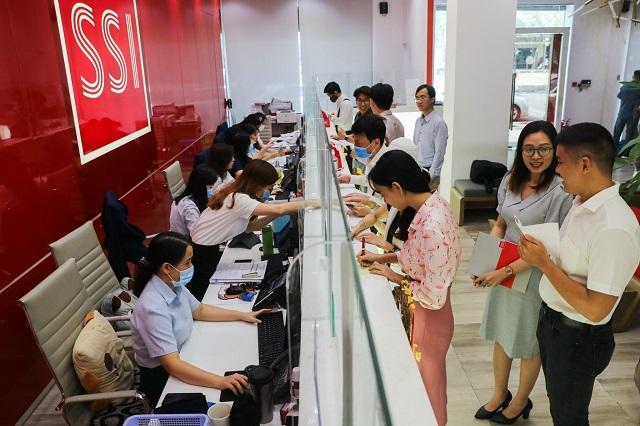Sự sôi động của thị trường đặt ra nhu cầu tăng vốn cho các công ty chứng khoán