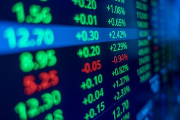 Cổ phiếu ngân hàng dẫn dắt, VN-Index vượt 1.300 điểm