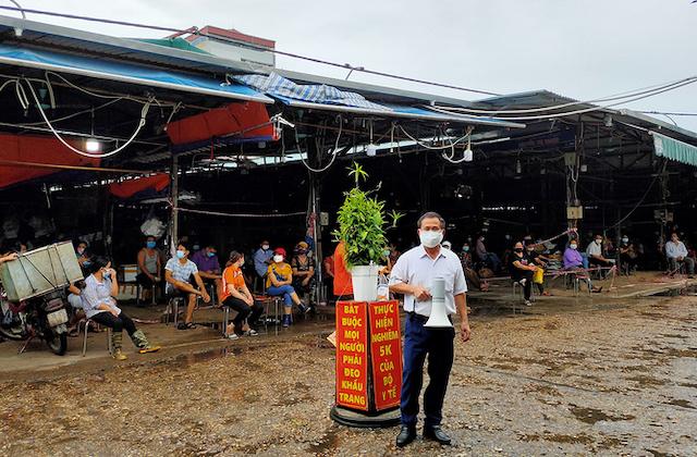 Chợ đầu mối Phùng Khoang, quận Nam Từ Liêm bị phong tỏa tạm thời sáng 1/8.