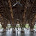 <p> Công trình cao gần 9m. Cấu trúc vòm điển hình minh họa hình ảnh của những cây dừa nước. Cấu trúc này cũng cho phép tòa nhà chống lại các cơn bão thường xuyên xảy ra ở miền Trung. Hơn nữa, mái tranh kết hợp với lớp lưới thép giúp bảo vệ nhà khỏi các tác động tự nhiên bên ngoài.</p>