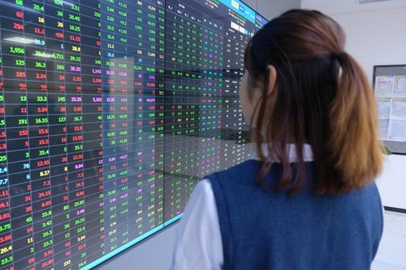 Cổ phiếu chứng khoán và ngân hàng đồng loạt tăng, VN-Index lên hơn 18 điểm