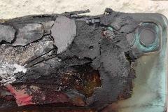Smartphone bỗng dưng phát nổ trong túi
