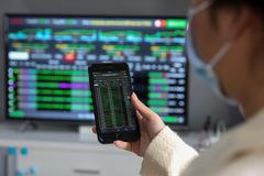 Áp lực bán dâng cao cuối phiên, VN-Index tăng điểm nhẹ
