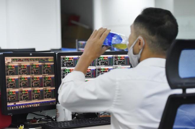 Nhận định thị trường ngày 5/8: Các nhịp chốt lời sẽ tiếp tục diễn ra
