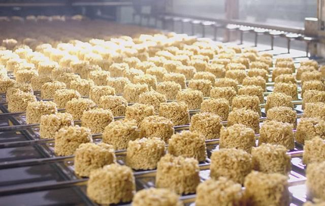 Thời gian gần đây bắt đầu có tình trạng thiếu mì gói do các doanh nghiệp thiếu hụt nguyên vật liệu sản xuất. Ảnh: Acecook Việt Nam.
