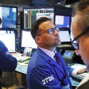 Phố Wall trái chiều, S&P 500 rời đỉnh lịch sử