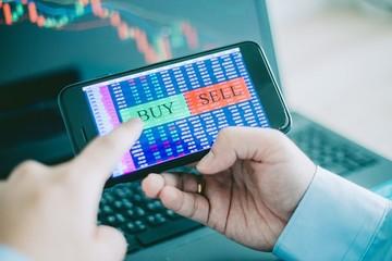 Cổ phiếu ngân hàng bứt phá, VN-Index tăng gần 11 điểm