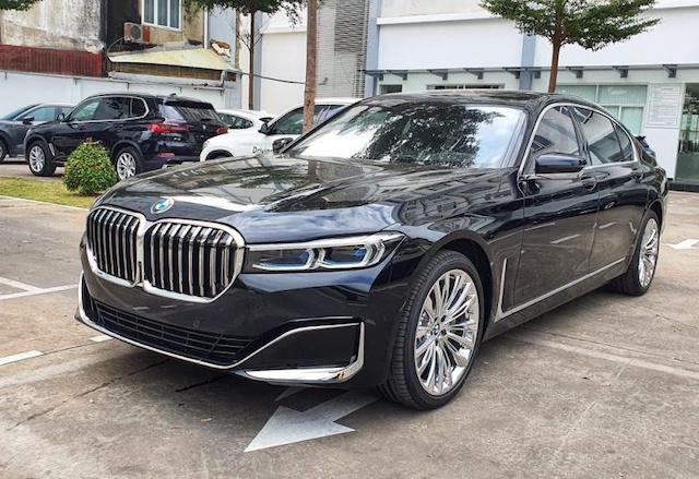 BMW 7-Series giảm giá gần 600 triệu đồng.