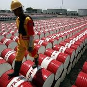 Tồn kho tại Mỹ bất ngờ tăng, giá dầu xuống đáy 2 tuần