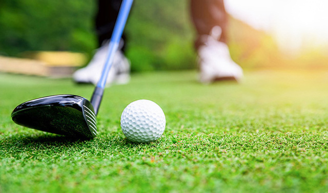 Tạm đình chỉ Phó Cục trưởng Cục Thuế đi đánh golf giữa mùa dịch