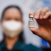 Thủ tướng: Ưu tiên cấp tiếp vaccine cho TP HCM và các tỉnh phía Nam