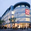 <p> Uniqlo là thương hiệu nổi tiếng nhất của Fast Retailing. Tính đến tháng 8 năm 2020, Uniqlo có hơn 2.200 cửa hàng trên khắp thế giới, trong đó bao gồm 813 cửa hàng tại Nhật Bản. Thương hiệu này còn có mặt tại Trung Quốc, Hàn Quốc, châu Âu, Bắc Mỹ và Đông Nam Á. Uniqlo mở cửa hàng đầu tiên tại Việt Nam vào năm 2019. (Ảnh: <em>Fast Retailing</em>)</p>