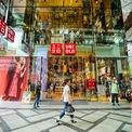 <p> Bên cạnh Uniqlo, Fast Retailing còn sở hữu nhiều thương hiệu khác như Theory, Helmut Lang, J Brand và GU. Tập đoàn này có hàng nghìn cửa hàng trên khắp thế giới. Trong năm tài chính kết thúc vào tháng 8/2020, Fast Retailing đạt doanh thu 19 tỷ USD và lợi nhuận ròng 853 triệu USD. (Ảnh: <em>Shuttestock</em>)</p>