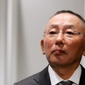 <p> Yanai thích bắt đầu công việc lúc 7h, về nhà lúc 16h để chơi golf và dành thời gian cho gia đình, tờ <em>Financial Times</em> đưa tin vào năm 2013. Theo <em>Times</em>, công ty của ông đã điều chỉnh lịch trình cho phù hợp với giờ làm việc của chủ tịch. (Ảnh:<em> Reuters</em>)</p>