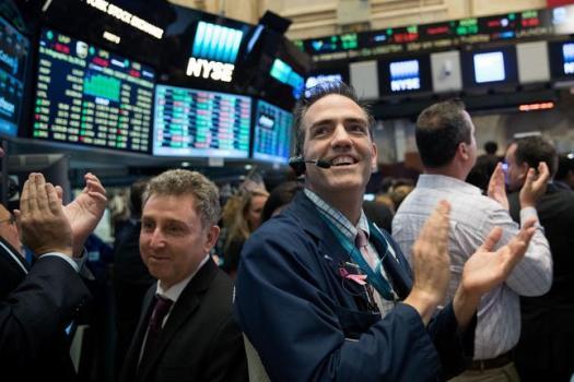 Số đơn xin trợ cấp thất nghiệp giảm, Nasdaq, S&P 500 lập đỉnh lịch sử