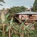 <p> Ngôi nhà ở Bali, Indonesia hoàn thành sau 4 tháng xây dựng, bao quanh bởi vườn chuối, ruộng lúa và những luống rau. Diện tích 64 m2, ngôi nhà đáp ứng nhu cầu cuộc sống của một gia đình 2-4 người.</p>