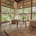<p> Nhà không sử dụng nhiều nội thất. Những vật dụng, món đồ trong nhà đều đơn giản, có màu sắc trung tính và trang nhã với mục tiêu tiết kiệm diện tích và phù hợp với sở thích của chủ nhân.</p>