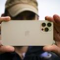 """<p class=""""Normal""""> <strong>10. iPhone 12 Pro (128 điểm camera sau, 98 điểm camera trước)</strong></p> <p class=""""Normal""""> iPhone 12 Pro ra mắt tháng 10/2020 là model đứng ở vị trí thứ 10 trong bảng xếp hạng của DxOMark - chuyên trang nổi tiếng về camera, có đánh giá, thử nghiệm tính năng chụp hình trên điện thoại dựa trên điều kiện sử dụng thực tế và cả trong phòng thí nghiệm.</p> <p class=""""Normal""""> Di động của Apple sở hữu 3 camera, trong đó một có góc tiêu chuẩn 12 megapixel, góc rộng 26 mm, chống rung quang học OIS, lấy nét PDAF. Camera tele 2x tiêu cự 52 mm, f/2.0 có cùng độ phân giải với camera chính. Cuối cùng là camera góc siêu rộng 120 độ tiêu cự 13 mm. So với thế hệ iPhone 11, model mới nâng cấp lớn ở khả năng chụp thiếu sáng.</p>"""