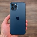 """<p class=""""Normal""""> <strong>9. iPhone 12 Pro Max (130 điểm camera sau, 98 điểm camera trước)</strong></p> <p class=""""Normal""""> So với iPhone 12 Pro, phiên bản màn hình lớn hơn Pro Max có camera chính dùng cảm biến lớn hơn (1,7 micromet so với 1,4 micromet), cho khả năng thu nhận ánh sáng tốt hơn dù độ phân giải vẫn giữ 12 megapixel. Ngoài ra, máy cũng có ống kính zoom quang tốt hơn so với 12 Pro.</p>"""