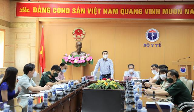 GS.TS Trần Văn Thuấn, GS.TS Trương Việt Dũng cùng một số thầy cô trong Hội đồng đạo đức Quốc gia và nhóm thử nghiệm vaccine Nano Covax.