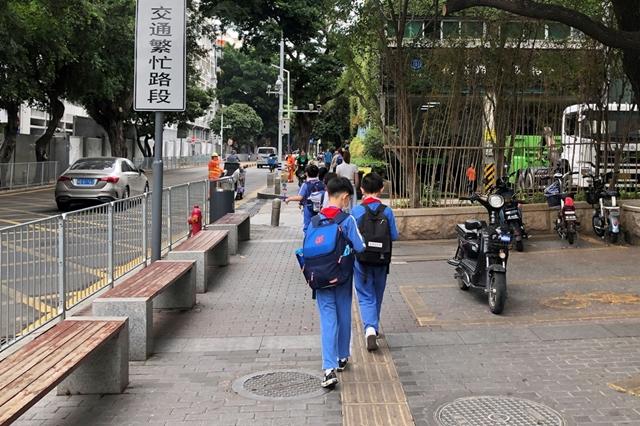 Giới quan sát nhận định các chính sách của Trung Quốc sẽ không có nhiều tác dụng đối với ngành công nghiệp dạy thêm. Ảnh: Reuters.