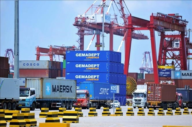 Cảng hàng hóa ở tỉnh Sơn Đông, Trung Quốc. Ảnh: AFP/TTXVN