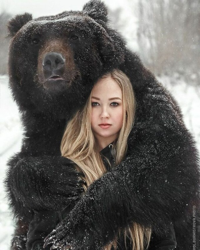 woman-rescues-bear-from-a-fail-8054-4949