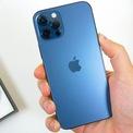 <p> iPhone 12 Pro Max đang được bán chính hãng với giá 28,5-29,5 triệu đồng cho phiên bản 128 GB. Đây là con số khá cao cho mẫu smartphone ra mắt từ năm 2020. So với bản tiền nhiệm, iPhone 12 Pro Max không có nhiều thay đổi lớn. Máy chủ yếu được nâng cấp camera, chip xử lý, mạng 5G và thiết kế 4 cạnh vuông. Ảnh: <em>TechDaily/YouTube.</em></p>