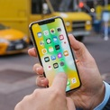 <p> Được Apple thay đổi nhiều trong thiết kế và tính năng nhằm kỷ niệm 10 năm iPhone ra đời, tuy nhiên iPhone X bị người dùng phàn nàn về dung lượng pin thấp, màn hình OLED xuất hiện sọc hoặc lỗi Face ID sau một thời gian sử dụng. Ảnh: <em>CNET.</em></p>