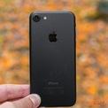 <p> Tương tự iPhone 8, người dùng cũng không nên mua iPhone 7. Hiện tại, chỉ còn ít cửa hàng bán iPhone 7 qua sử dụng với giá 3,2-3,8 triệu đồng. Bên cạnh cấu hình yếu và dung lượng pin kém, có khả năng iPhone 7 bị dừng cập nhật iOS trong 1-2 năm tới. Ngay cả khi nâng cấp iOS 15, hiệu năng của máy cũng không được đảm bảo về lâu dài so với những thiết bị mới hơn. Ảnh: <em>GSMArena.</em></p>