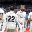 <p> Real Madrid đang là CLB bóng đá có giá trị thương hiệu cao nhất thế giới với 1,27 tỷ euro. Giá trị thương hiệu của Real giảm 10% so với năm 2020, nguyên nhân đến từ sự sụt giảm doanh thu do tình hình dịch bệnh và thành tích kém trên sân cỏ.</p>