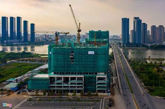 Tiến độ xây dựng của các dự án bất động sản bị ảnh hưởng bởi các biện pháp giãn cách, cách ly và phong tỏa. Ảnh: Chí Hùng.
