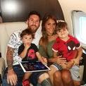 <p> Đây là mẫu máy bay tư nhân hạng sang, trị giá 12 triệu bảng (16,6 triệu USD). Tuy nhiên nó không thuộc sở hữu của Messi, chiếc máy bay này được tiền đạo người Argentina thuê dài hạn. Ảnh: <i>Thesun</i>.</p>