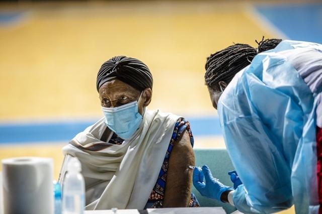 Tỷ lệ tiêm chủng ở châu Phi thấp nhất trong các khu vực trên thế giới. Ảnh: WHO.