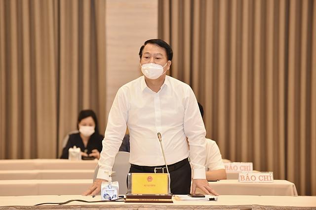 Thứ trưởng Bộ Tài chính Nguyễn Đức Chi phát biểu tại họp báo. Ảnh: VGP/Nhật Bắc