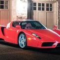 <p> Được xem là một trong những cái tên định hình thế giới siêu xe vào đầu thế kỷ 20, Ferrari Enzo luôn được săn đón bởi những nhà sưu tập giàu có.</p>
