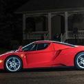 <p> Rosso Scuderia là màu sơn cá nhân hóa hiếm gặp trên Ferrari Enzo. Một vài chủ nhân nổi tiếng từng sở hữu Enzo với màu sơn này có Michael Schumacher, Jean Todt và Giáo hoàng John Francis II.</p>