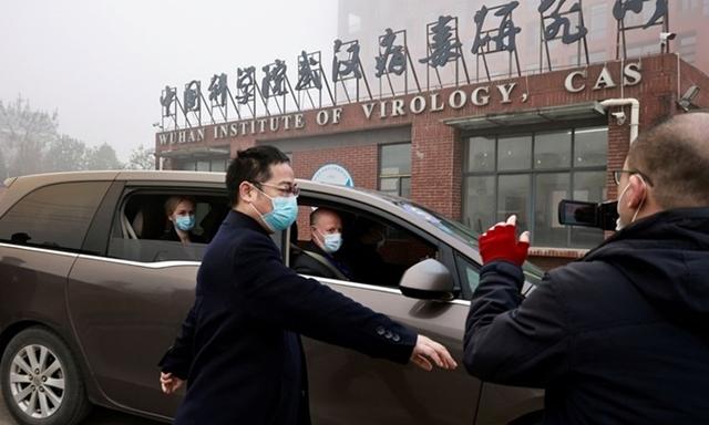 Nhóm điều tra do WHO dẫn đầu tới Viện Virus học Vũ Hán, Trung Quốc xem xét nguồn gốc Covid19 hồi tháng 2. Ảnh: Reuters.