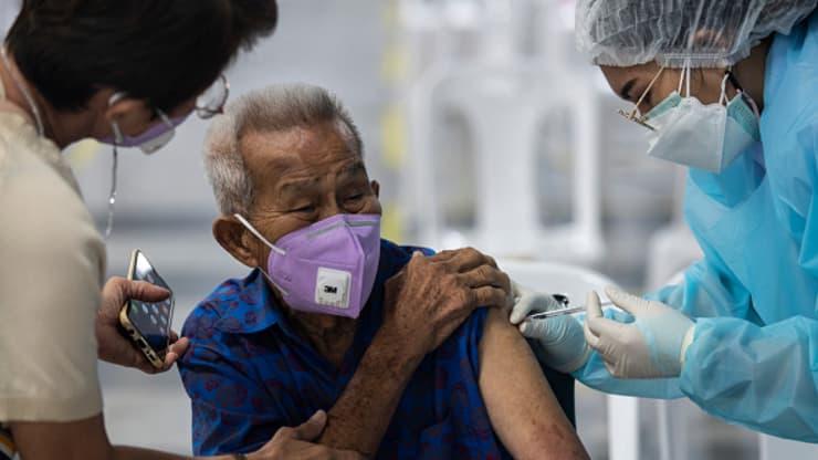 Muôn kiểu khuyến khích người dân đi tiêm vaccine Covid-19 ở châu Á