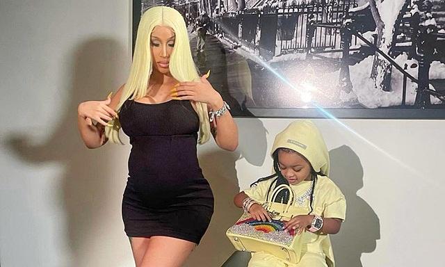 Nữ ca sĩ Hollywood sắm túi Hermes và loạt hàng hiệu cho con gái 3 tuổi